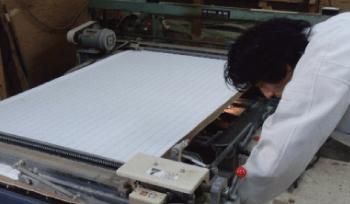 畳表を張る・カマチを縫う。畳表の幅を切る